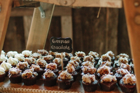 Jess Hunter Photography, Jessica Hunter, Seattle wedding photographer, washington state wedding photographer, rustic wedding, farm wedding, north florida wedding photographer, elopement photography, rustic wedding decor, barn wedding decor, wedding desserts, cupcakes